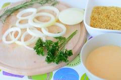 Preparando anéis de cebola Imagens de Stock