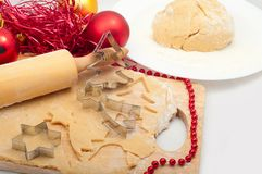Preparando cookies do Natal Fotos de Stock Royalty Free