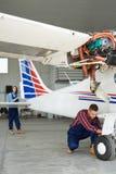 Preparando Jet Plane para o voo Imagens de Stock Royalty Free