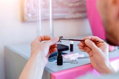 Preparando laços do olho foto de stock