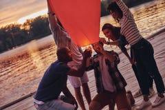 Preparando a lanterna de papel foto de stock royalty free