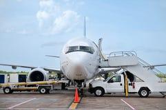 Preparando o avião Fotos de Stock Royalty Free