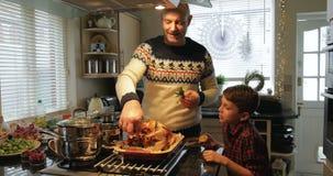 Preparando o jantar de Natal video estoque