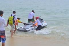 Preparando o jetski para viajantes na praia da cidade de Nha Trang Imagens de Stock
