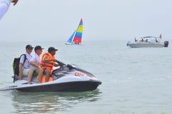 Preparando o jetski para viajantes na praia da cidade de Nha Trang Fotos de Stock Royalty Free