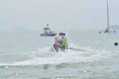 Preparando o jetski para viajantes na praia da cidade de Nha Trang Imagem de Stock Royalty Free