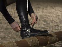 Preparando per l'equitazione Immagini Stock