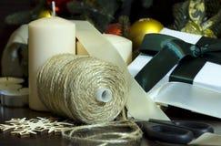 Preparando-se para o feriado, ano novo, Natal, ramos spruce, Imagens de Stock