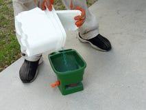 Preparando a semente da grama Fotografia de Stock Royalty Free