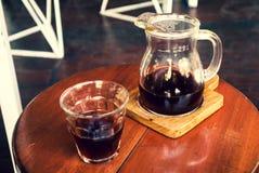 Preparando su café hoy Imagenes de archivo