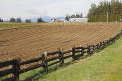 Preparando terra per la piantatura della primavera Immagini Stock Libere da Diritti