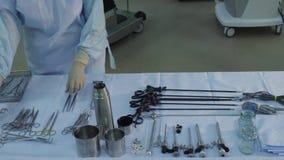 Preparando um instrumento cirúrgico filme