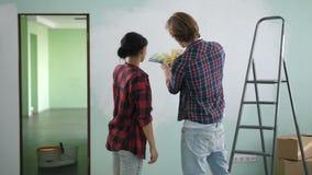 Preparando y eligiendo los colores para las nuevas paredes caseras metrajes