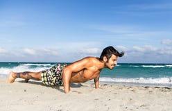 Preparandosi sulla spiaggia fotografie stock libere da diritti