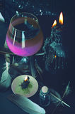 Preparação da poção mágica Bebidas de Dia das Bruxas Fotografia de Stock Royalty Free