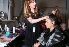 Preparar-se do modelo de bastidores no desfile de moda do FTL Moda durante a queda 2015 de MBFW Foto de Stock Royalty Free