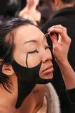 Preparar-se do modelo de bastidores no desfile de moda do FTL Moda durante a queda 2015 de MBFW Fotos de Stock Royalty Free