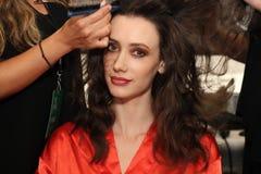 Preparar-se dos modelos de bastidores antes do KYBOE! desfile de moda Imagens de Stock Royalty Free