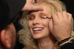 Preparar-se dos modelos de bastidores antes do KYBOE! desfile de moda Fotos de Stock