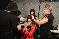 Preparar-se dos modelos de bastidores antes do KYBOE! desfile de moda Fotos de Stock Royalty Free