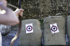 Preparar-se para disparar na seta/` s de Bull Eye/seta do tiro Fotografia de Stock