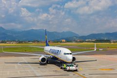 Preparation of aircraft Ryanair in Bergamo to fly Royalty Free Stock Images