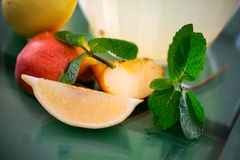 Preparation of the lemonade drink lemons with min Royalty Free Stock Images