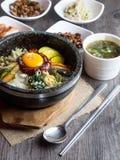 Preparato coreano del riso con le verdure e l'uovo con salsa coreana Immagine Stock