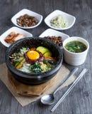 Preparato coreano del riso con le verdure e l'uovo con salsa coreana Immagine Stock Libera da Diritti