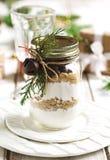 Preparato del biscotto di pepita di cioccolato per il regalo di Natale Immagine tonificata Fotografie Stock Libere da Diritti