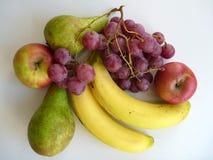 Preparato della frutta fresca con la banana e l'uva Fotografie Stock Libere da Diritti
