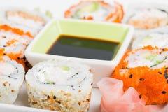 Preparato della salsa e dei sushi di soia Fotografia Stock