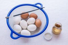 Preparazione che produce l'uovo di Pasqua Fotografie Stock Libere da Diritti