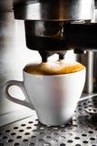 Preparazione del caffè espresso Fotografia Stock Libera da Diritti