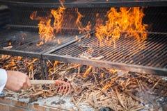 Preparazione del legno del barbecue del BBQ Fotografia Stock