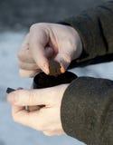Preparazione del tabacco da fiuto umido fotografia stock