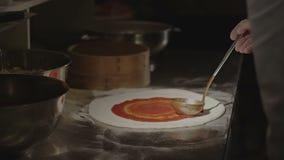 Preparazione della pizza - lasso di tempo video d archivio