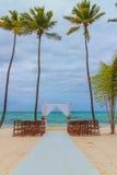 Preparazione di nozze sulla spiaggia caraibica Immagine Stock