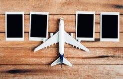 Preparazione per il concetto di viaggio, aeroplano con la struttura della foto Fotografia Stock