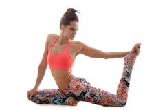 Preparazione per il pada Rajakapotasana di eka di posa di yoga Fotografie Stock Libere da Diritti