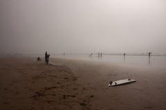 Preparazione praticare il surfing Fotografie Stock