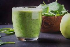 Preparazione verde del frullato Immagini Stock