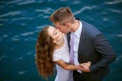 Prepare besar a la novia en el fondo del agua imágenes de archivo libres de regalías