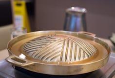 Prepare el latón y la sopa de la cacerola para asado a la parrilla En la alameda Fotos de archivo libres de regalías