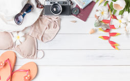 Prepare los accesorios y los artículos del viaje para el verano Foto de archivo libre de regalías