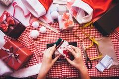 Prepare los regalos Fotos de archivo libres de regalías