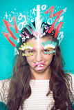 Prepare na foto da cara da mulher no fundo azul Fotos de Stock Royalty Free