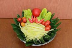 Prepare o grupo para a salada da papaia Imagens de Stock Royalty Free