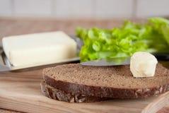 Prepare o pequeno almoço na cozinha fotografia de stock