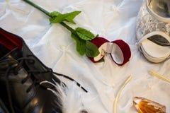 Prepare o ` s e as sapatas do casamento do ` s da noiva Foto de Stock